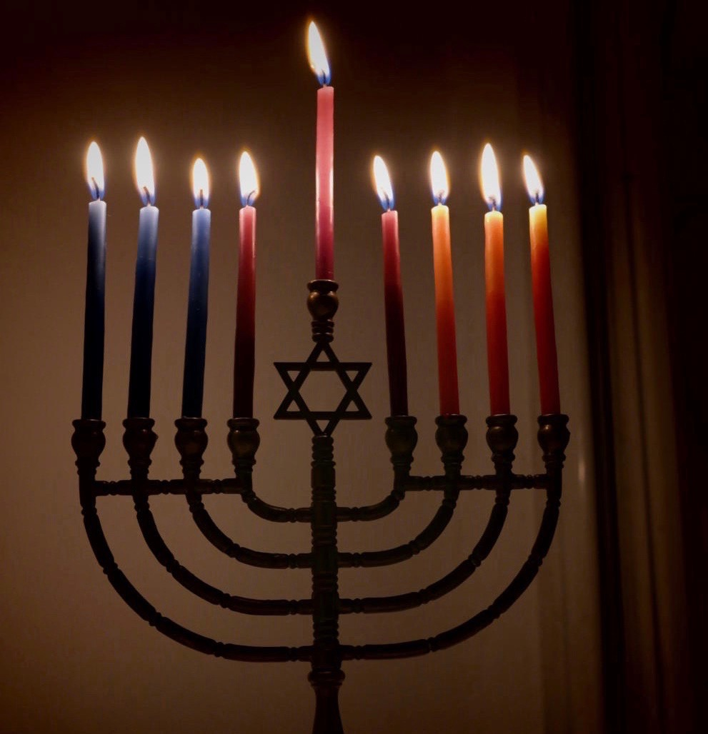 Lit_Hanukkiyah_eight_and_last_night_of_Hanukkah (2).jpg