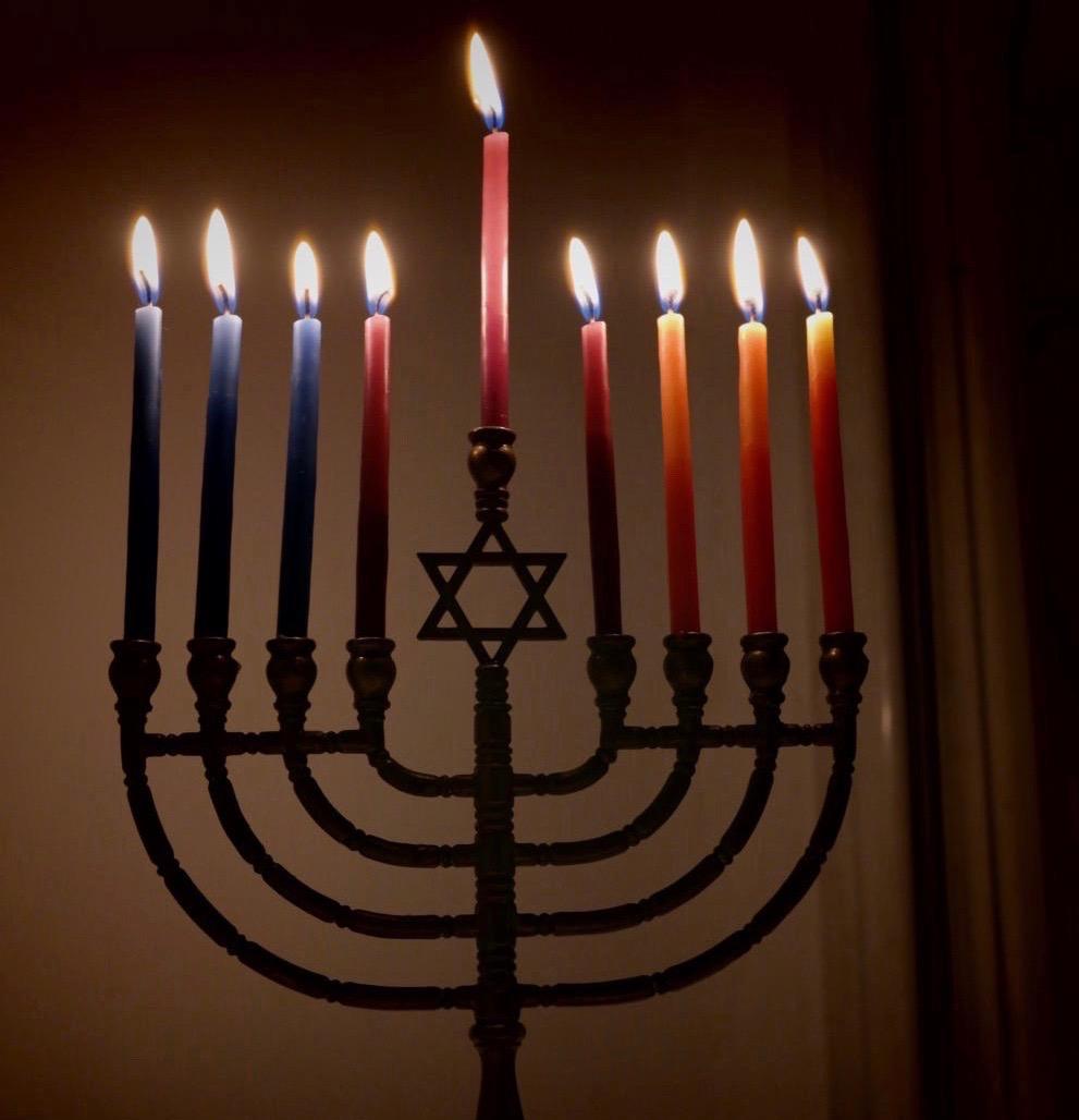 Lit_Hanukkiyah_eight_and_last_night_of_Hanukkah (2).jpg